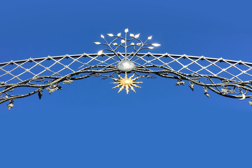 iron spandrel of sun and earth above banbury high street