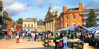 the charter market in banbury town centre
