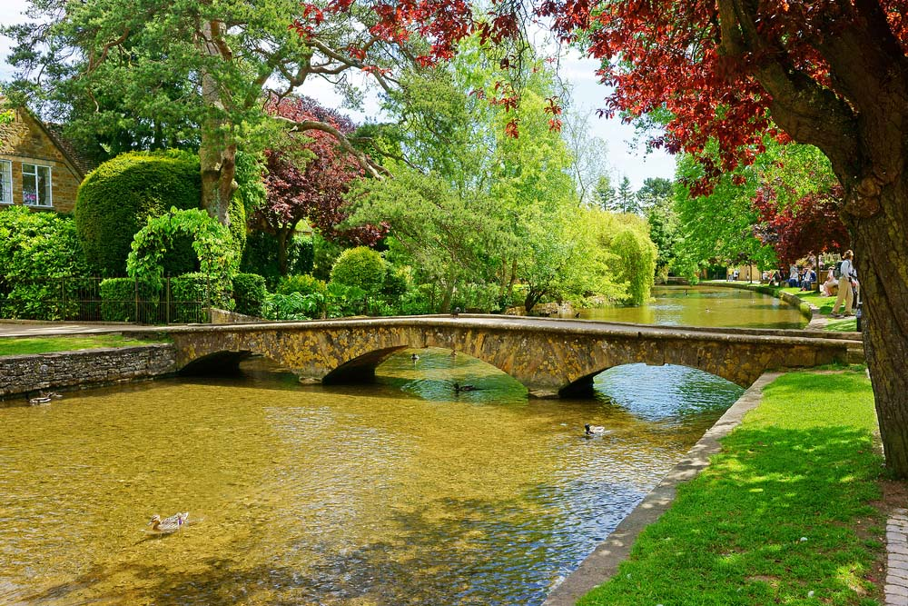 the river windrush running through the centre of bourton-on-the-water